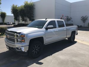 2015 Chevy Silverado 5.3 4wd for Sale in Lakewood, CA