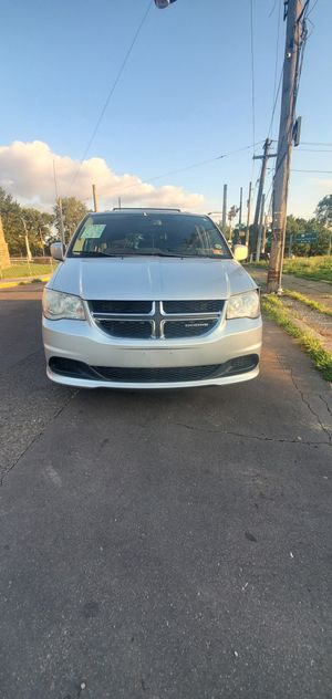 2011 Dodge Caravan SXT ** Clean title * 4800 ** Backup camera for Sale in Philadelphia, PA