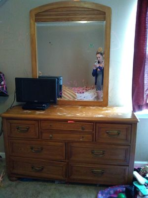 Solid wood dresser n mirror for Sale in Shelbyville, TN