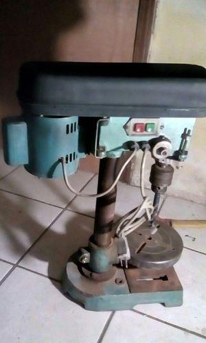 Trademark drill press en buen estado for Sale in Calexico, CA