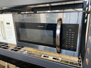 NEW OPEN BOX FRIGIDAIRE BLACK STAINLESS STEEL MICROWAVE for Sale in San Bernardino, CA