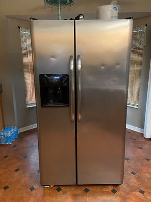Free it work it's to big for the house u need to clean house no smokers no roach no pets I have a new one the ice work just don't have the base just for Sale in Spring Hill, FL