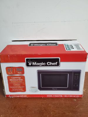 Magic Chef 0.7 cu. ft. Countertop Microwave in Black with Gray Cavity for Sale in Gainesville, FL