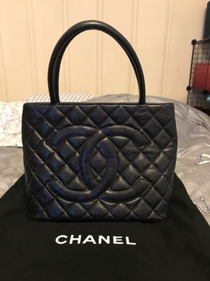 authentic Chanel Black Quilted Caviar Leather tote for Sale in Hayward, CA