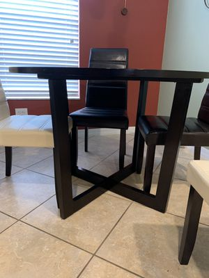 Kitchen table with 4 chairs for Sale in Wesley Chapel, FL