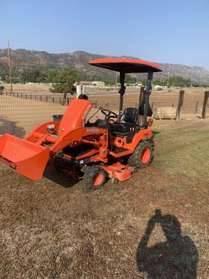 Kubota BX1870 tractor/ with box blade and sun roof/ 48 inch mud mower/ with loader for Sale in Wildomar, CA