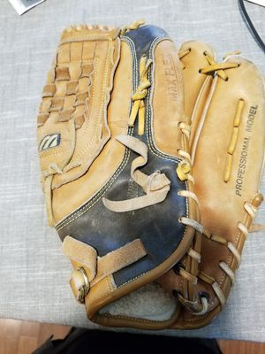 "13"" Mizuno baseball softball glove broken in for Sale in Norwalk, CA"