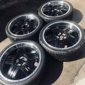 27 inch Rims black glossy for Sale in Pawtucket, RI