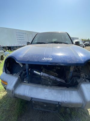 Jeep Liberty 2005 parts only/ partes solamente for Sale in Houston, TX