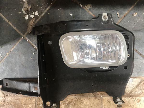 Fog light w/bracket 4th gen Ram Truck