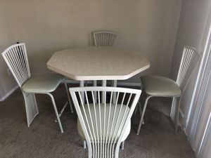 Counter height dinging set. for Sale in Willoughby Hills, OH