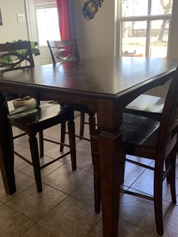 Solid Wood Table W/4 Chairs for Sale in Pearland,  TX