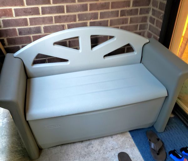 Rubbermaid Outdoor Patio bench like new