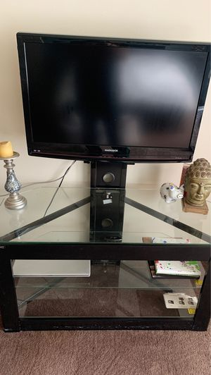 Tv stand w mount attached for Sale in Portland, OR