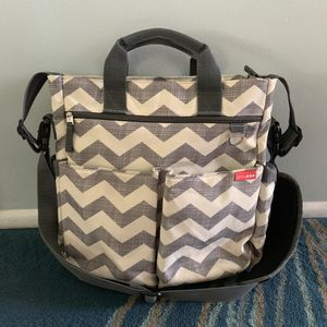 Skip Hop Duo Signature Diaper Bag in Chevron for Sale in Tempe, AZ