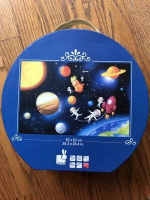 Janod outer space 36 piece puzzle like new! for Sale in Chicago, IL