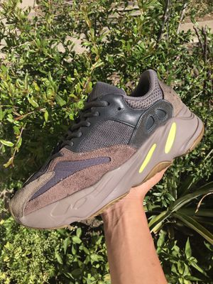 Yeezy 700 Muave Size 9.5 No Original Box w/ Flaws, 30$ under lowest goat price for used for Sale in Oakland, CA