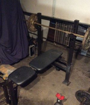 Bench press machine - Golds Gym comes with bar and two 22 lbs weights $70 OBO - make me an offer for Sale in San Marcos, CA