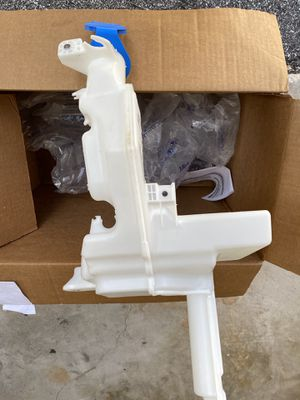 Windshield fluid reservoir for Sale in Tampa, FL