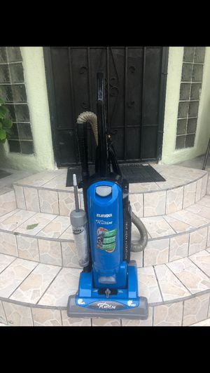 Excellent condition vacuum for Sale in Los Angeles, CA