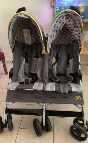 Double-sided baby stroller for Sale in Philadelphia, PA