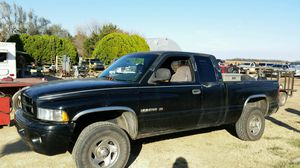 2000 dodge ram 1500 4x4 for Sale in Turon, KS