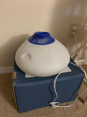 Vicks warm mist Humidifier/Vaporizer for Sale in Bellevue, WA