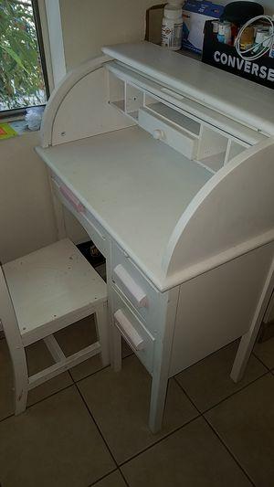 Desk (kids) for Sale in Buena Park, CA