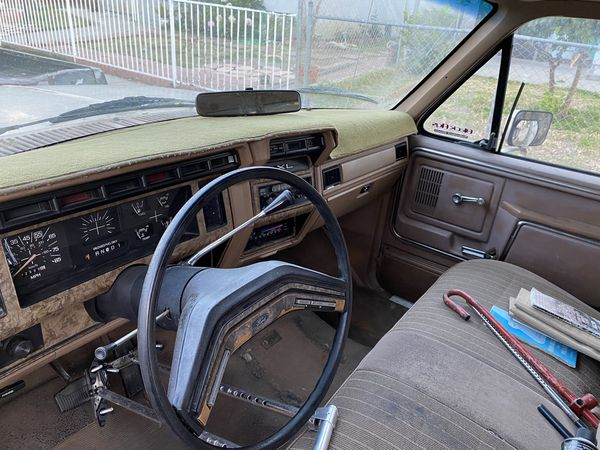 1986 Ford F-150 with pop up camper