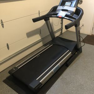 Epic View 700 Commercial Treadmill for Sale in Duvall, WA