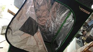 Grow tent for indoor/outdoor use with with option of 2/1000 watt sunmaster grow lamps for Sale in Los Banos, CA