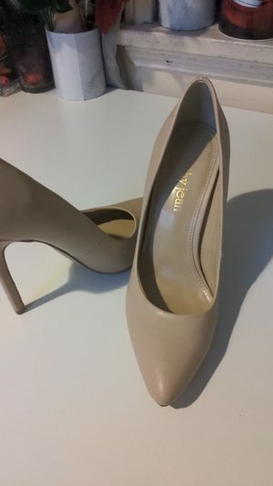 Cream color cathy jeans heels size 7.5 for Sale in Los Angeles, CA