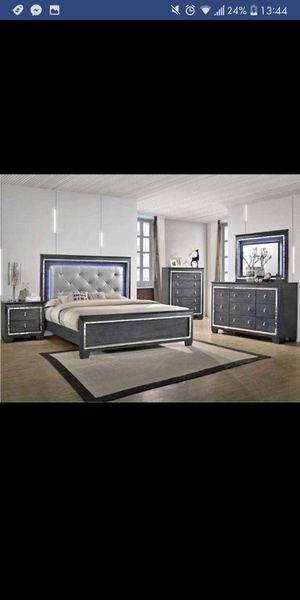 Brand New 5pc. queen Bedroom Set for Sale in Austin, TX