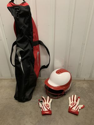 Girls softball/baseball helmet, batting gloves and bag for Sale in Queens, NY