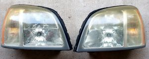 2004 2005 CADILLAC DEVILLE LEFT DRIVER & RIGHT PASSENGER HEAD LIGHT USED OEM for Sale in Humble, TX