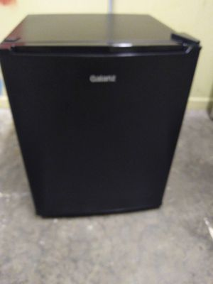 Galanz 2.7 cu ft mini fridge for Sale in Binghamton, NY