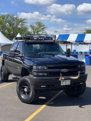 Chevy 2001 1500hd Silverado for Sale in Elmhurst, IL