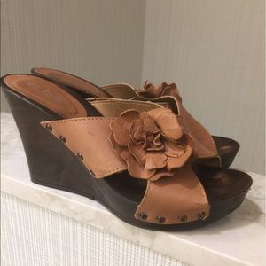 Size 5.5 Aldo Tan Leather Wedge Sandals w/ Flower for Sale in Brentwood, NC