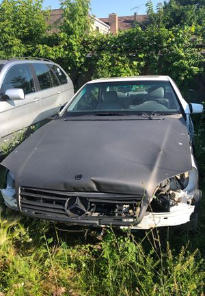 1996 Mercedes Benz 500 (for parts) for Sale in Chicago, IL