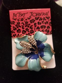 Betsey Johnson flower brooch. for Sale in West Valley City,  UT