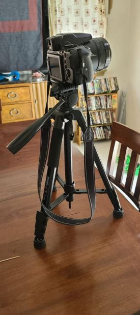 "60"" Camera Tripod for Canon Nikon Sony DSLR Lightweight Aluminum Travel Stand with Carry Bag for Sale in Queens, NY"