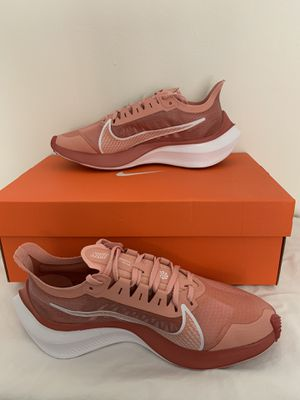 Nike shoes for women size 7 for Sale in Diamond Bar, CA