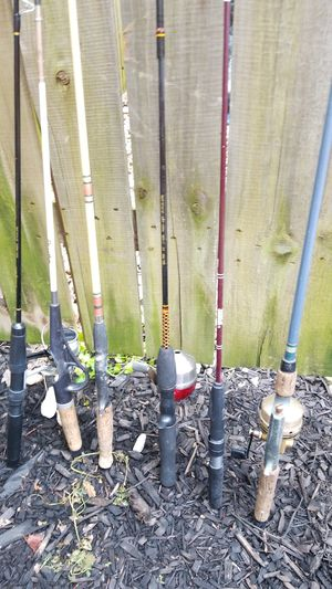 Very nice assorted 6 fishing poles some old some newer for Sale in North Ridgeville, OH