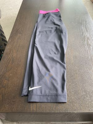 Nike XS black and hot pink yoga pants Capri for Sale in Kirkland, WA