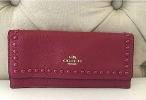 New Coach 53449 Lacquer Rivet Pebble Leather Cerise Pink Wallet for Sale in Las Vegas, NV