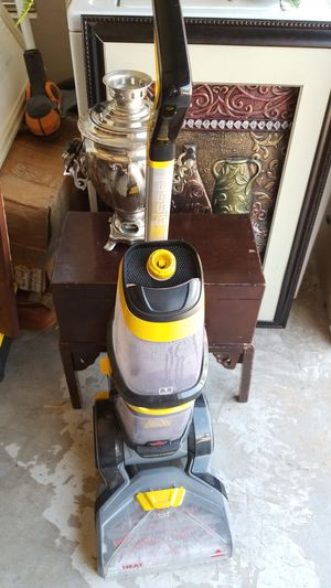 Vacuum shampooer in excellent condition $60 for Sale in El Paso, TX