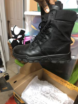 Men's work boots size 9.5 worn twice for Sale in Miami, FL