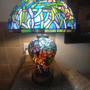 BEAUTIFUL TIFFANY STYLE LAMP for Sale in The Bronx, NY