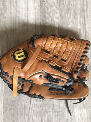 Wilson leather baseball glove for Sale in Columbus, OH