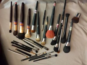 Dior, Chanel, Charlotte Tilbury makeup brushes for Sale in Las Vegas, NV
